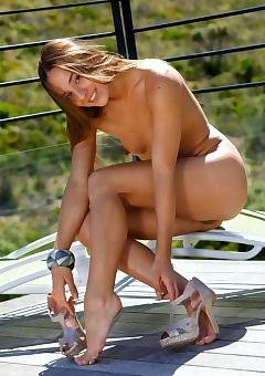 Sexy Brunette Dominika