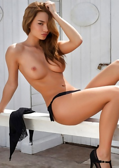 Babe,erotica,brunette,sexy,busty,hot,horny