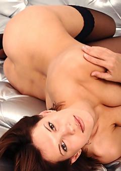 Suzanna Spreading In Sexy Stockings