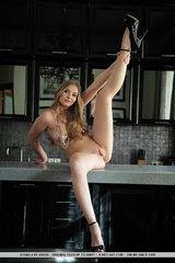 Gyana Nude Body Pic #10
